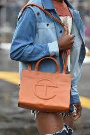 Telfar stellt mit seiner Tasche die ...