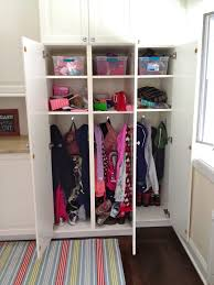 storage ideas for small child s bedroom