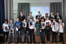 Торжественное вручение дипломов выпускникам года  Торжественное вручение дипломов выпускникам 2017 года
