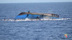 Risultati immagini per barcone migranti