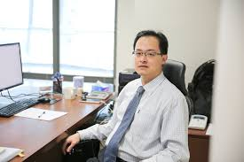after earning a ba in finance at xi an jiaotong university he worked as a financial yst for three years then earned