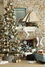 15 Holiday Mantels for Your Fireplace - How To Decorate