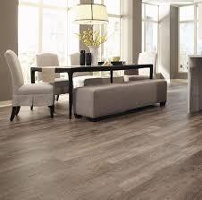 oak looking vinyl plank floors for a dining room