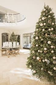 Kris Jenner Bedroom Decor Kourtney Kardashian Dishes About Her Five Different Christmas Trees