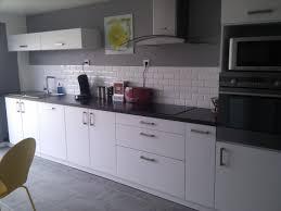 Deco Cuisine Gris Et Noir Salon Rouge 7 Blanc Mur Fonc233 Violet Avec Deco  Cuisine Gris Et Blanc Idees Et Faience Pour Cuisine Blanche 5 Carrelage De  Design ...