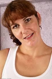 Shaved Redhead MILF Julie Wearing Bra Image Gallery 371778