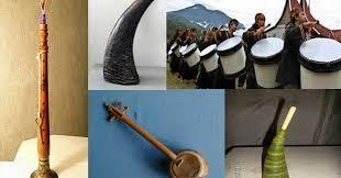 Alat musik tiup, yaitu alat musik yang cara memainkanya dengan meniup alat musik tersebut, contoh alat musik ini diantaranya artikel pendukung :19 alat musik tiup modern dan tradisional beserta gambarnya. 18 Alat Musik Tradisional Sumatera Barat Beserta Gambar Penjelasan