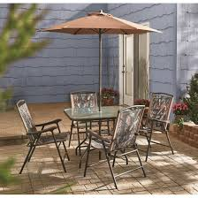 it comes with 4 chairs a table and an umbrella