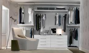 Stilvolle begehbarer Kleiderschrank Design und organisieren Ideen