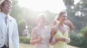 Shabiller En Blanc à Un Mariage Porter Une Tenue Osée