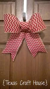 {Texas Craft House} Wondering how to make a bow? This blog has an