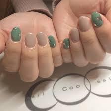 お客様nail くすみ系 グリーンとピンクベージュ メタリックなを