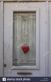 Eingang Hellgrau Tür Mit Einem Fenster Mit Einer Grille