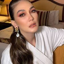 The official page of luna maya just a page for all of us to get more information about me. Luna Maya Lunamaya Instagram Photos And Videos Ear Cuff Photo And Video Ear