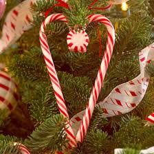 Christmas Decorations Using Candy Canes Cute christmas decoration ideas using candy cane 60 AboutRuth 60