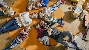 Das kind versteckt sich hinter den schrank. Corona Und Die Folgen Fur Kinder Sozialverband Vdk Deutschland E V