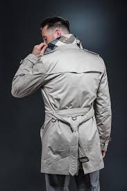 5 the behind the back how to belt a trench coat