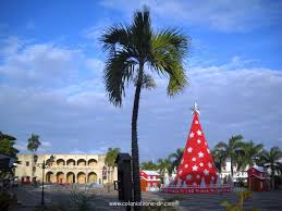 christmas guide to the colonial zone and n republic the annual christmas tree at plaza espana ciudad colonial