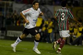 Há 10 anos, Ronaldo marcava três gols e Corinthians superava Fluminense