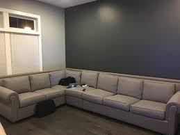 with grey walls what color rug