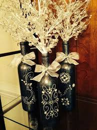 Ideas To Decorate Wine Bottles Cute painted wine bottles for a center piece art Pinterest 21