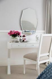 vanity table. White Vanity Table With Mirror O
