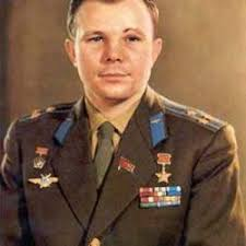Yuri gagarin height 7 feet 7 inches (approx) & weight 103 lbs (46.7 kg) (approx.). Yuri Gagarin Biography Space First Flight Height Photo Cause Of Death