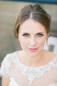 it has been some time since we published our first natural bridal makeup tutorial but it still remains a favourite not just for us but for you
