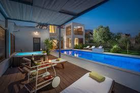 Ctkl171 Moderne Luxuriöse Villa Mit Pool Sauna Fitnessraum