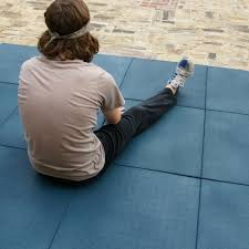 com rubber cal eco sport 3 4 interlocking rubber tiles 20 x 20 inch tile 5 pack 14 sqr ft blue exercise mats sports outdoors