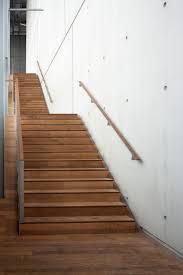 Beim verlegen beginnt man von oben und arbeitet sich schrittweise nach unten vor. Treppenbelag Aus Holz Auf Beton Verlegen Tipps Tricks