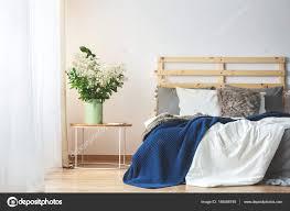 Schlafzimmer Frisch Blumen Im Schlafzimmer In Bezug Auf Bett Und