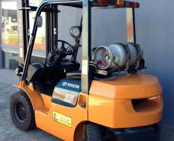 toyota forklift used toyota forklifts for at great prices toyota 2 greyscale 5 tonne lpg 7 series forklift back view 7fg25