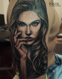 тату на руке девушка портрет черно белая чикано татуировка волосы