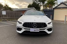 A connotarla sono i fascioni più profilati con prese d'aria maggiorate, bandelle sottoporta più marcate, cerchi da 19 (optional da 21) ed i quattro scarichi, incastonati nell'estrattore posteriore dell'aria. Mercedes Amg Cla 45 S 2020 Review Carsguide