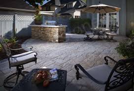 norstone ochre xl stacked stone veneer used on a large outdoor kitchen
