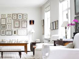how to accessorize white walls