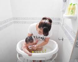 baby bath time with zwitsal
