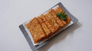 Bicara mengenai tempe, kali ini fimela punya resep praktis tempe goreng tepung daun bawang. Resep Tempe Goreng Hasil Kering Dan Gurih