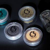 review cinema secrets ultimate eyeshadow and hollywood glitz glitters