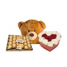 Whether you go for traditional valentine's day gifts or you're looking for more unusual ideas, you'll find great options here. Valentine Gift Flower In Box With Eddy Bear And Chocolate Giftpattaya Com