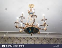 Luxus Kristall Kronleuchter Hingen An Der Decke Stockfoto