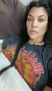 Is Her Wild New Look For Travis Barker ...