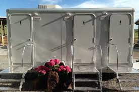 5 Reasons To Rent A Bathroom Trailer For Your Outdoor Wedding