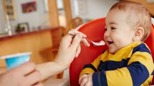 Hướng dẫn cho bé ăn sữa chua đúng cách | Mẹ Khéo Chăm Con : Chia sẻ kinh  nghiệm nuôi con khỏe mạnh