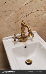 Bidet Accessoires Für Badezimmer Weiße Bidet Mit Goldenen Vintage