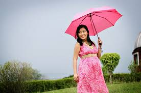 Fashion Tips Untuk Ibu Hamil Menghadapi Musim Hujan
