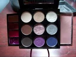 sephora collection urban luxe mini bag makeup palette swatch