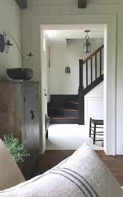 Decorating Old Houses Love This Simple Farmhouse Style Old House Entryway Stairway