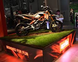 the design the balancing point between form and function the aprilia dorsoduro 900 project places riding fun at the centre of its focus for this reason
